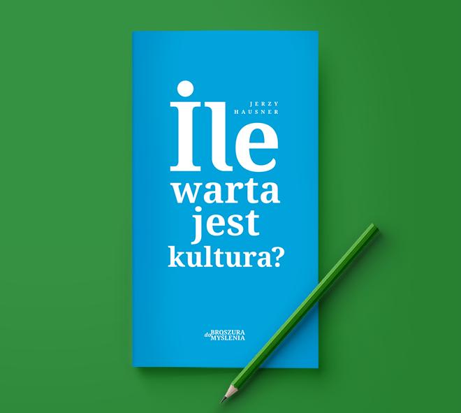 Niebieska, typograficzna okładka książki na zielonym tle, na książce leży zielony ołówek