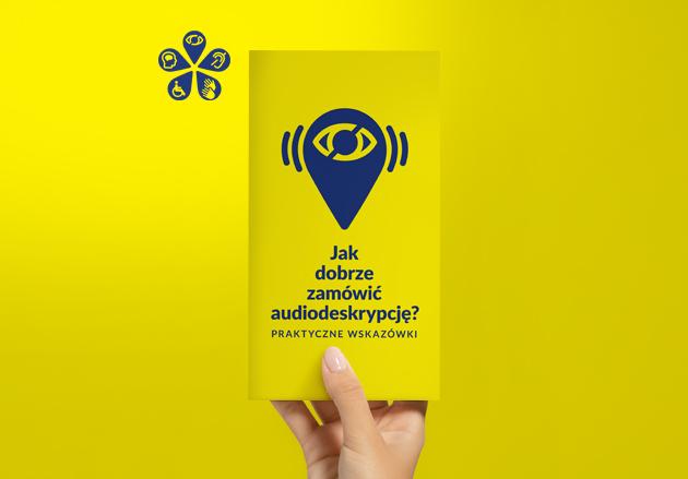 logo kultury wrażliwe, ręka trzymająca broszurę